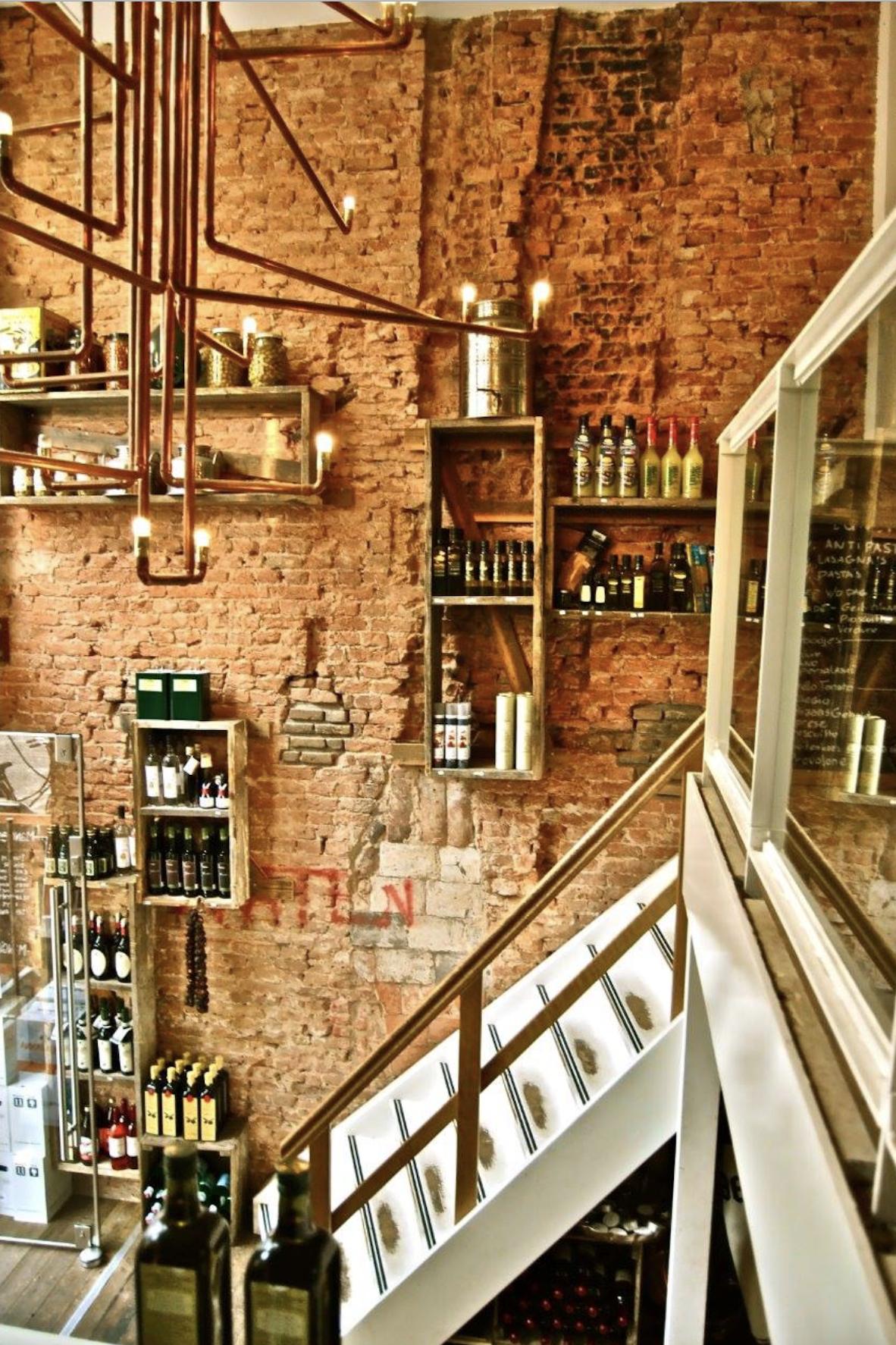 Informatie over Italiaans restaurant Mangiare in de Van Oldenbarneveltstraat in Rotterdam. Hier vind je algemene informatie over Mangiare, de openingstijden en contactgegevens.
